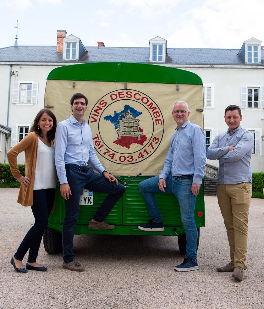 https://descombe.com/assets/img/famille/Famille Descombe ; Marine, Kevin, Florent et Francois. Domaine familial Beaujolais.
