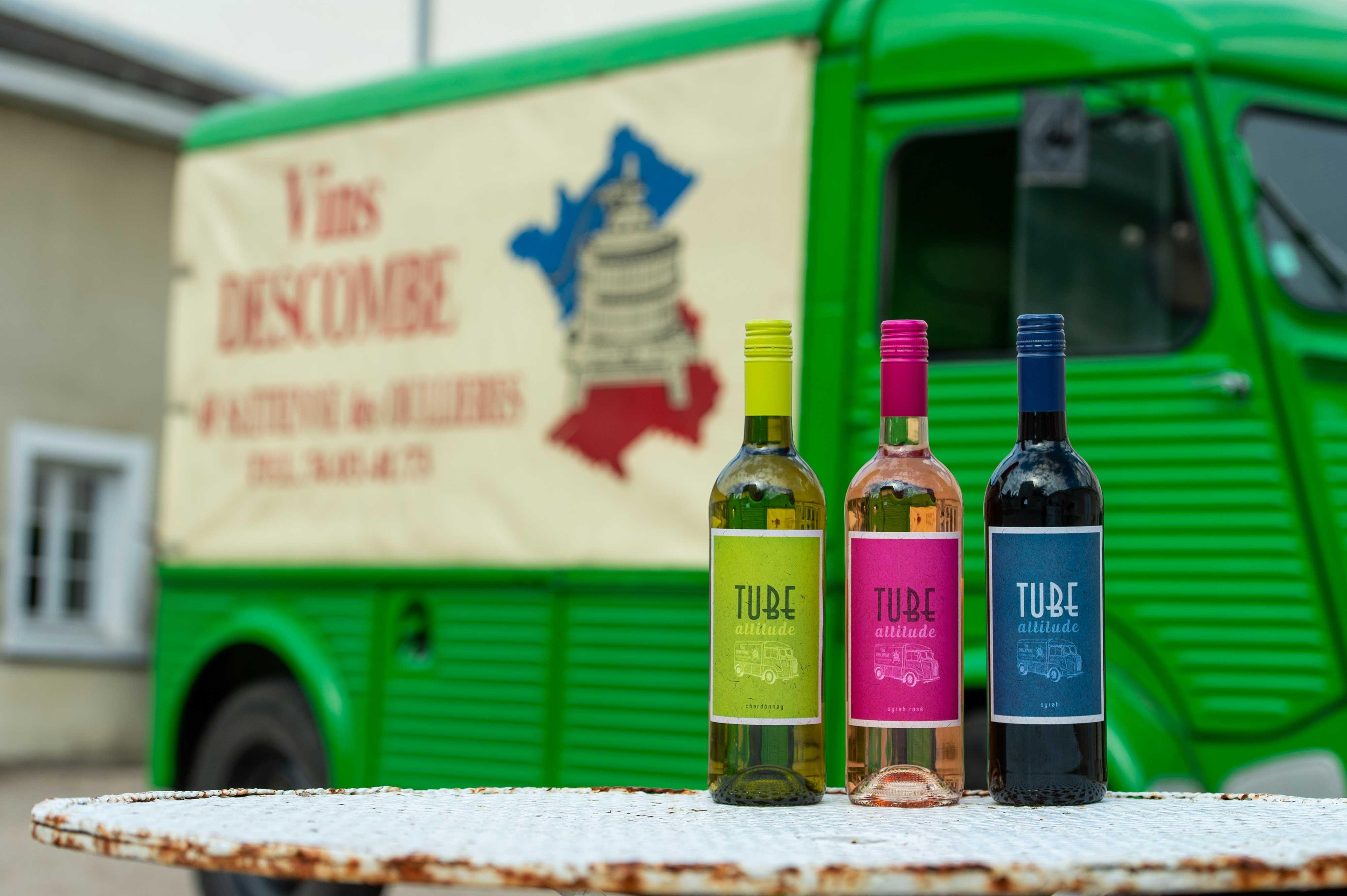https://descombe.com/photos/blog/Tube_Citroen_Vins_Descombe_Beaujolais_domaine_viticole_producteur_recoltant_vin_france_rhone_auvergne_alpes_syrah_chardonnay_IGP_Oc-©FUSINA_Dominik.jpg